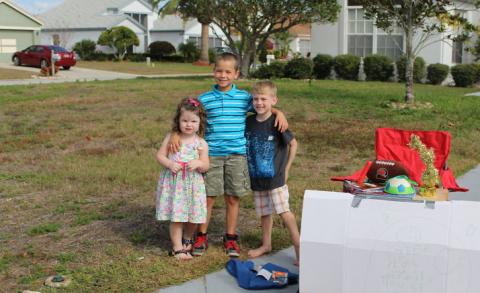 Шестилетний мальчик раздал свои любимые игрушки детям, которым они нужнее