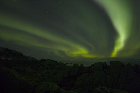 Небо над Аляской зеленью покрылось