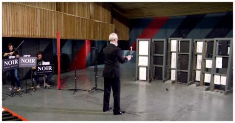 Глава Федерации практической стрельбы России сыграл Штрауса при помощи двух пистолетов