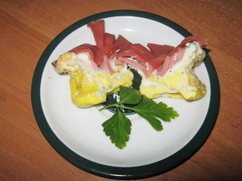 Веселый завтрак,  или омлет с колбаской.