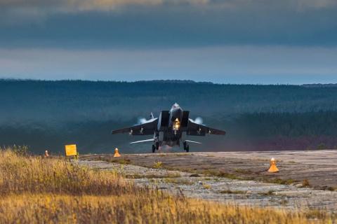 Летчики Северного флота унич…