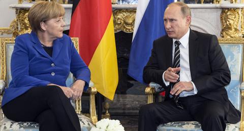 Зачем хитрая Меркель летит н…