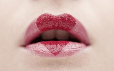 """""""Ушивание"""" губ: новый тренд или безумие"""