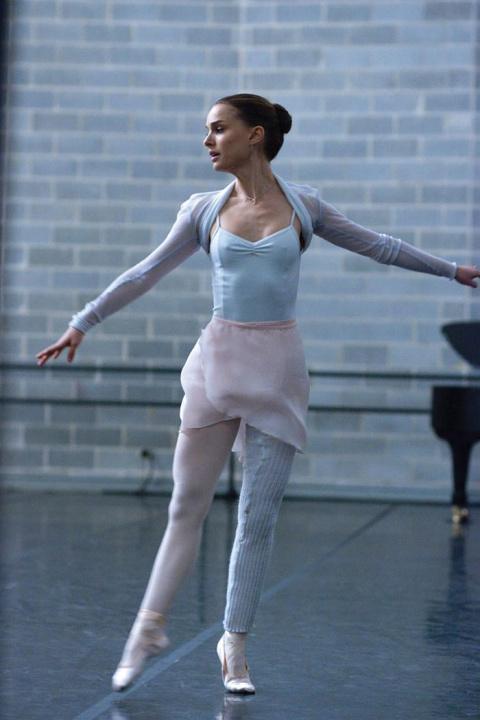 Сила и грация: почему Натали Портман, Миранда Керр, Тейлор Свифт и другие звезды выбирают боди-балет