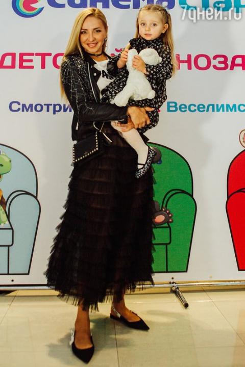 Татьяна Навка с дочерью пров…