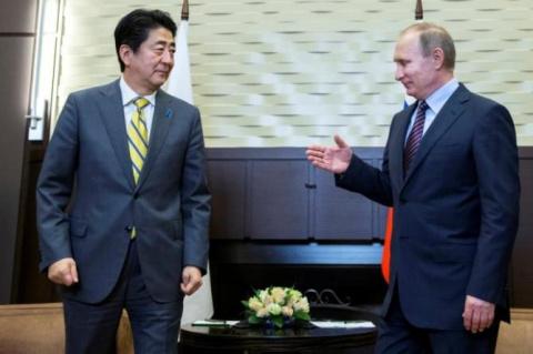 На фоне растущей мощи Китая Япония обхаживает Россию, обещая углубление экономических связей