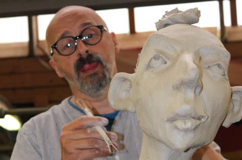 В скульптурах Дирка больше з…
