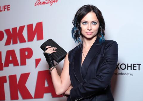Настасья Самбурская  удивила поклонников, продемонстрировав обручальное кольцо