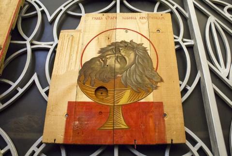 В драбинковском храме появились «иконы» из АТО, сделанные на ящиках из-под патронов