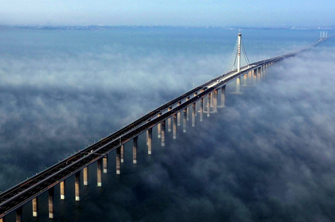 Китайский мост будоражит воображение