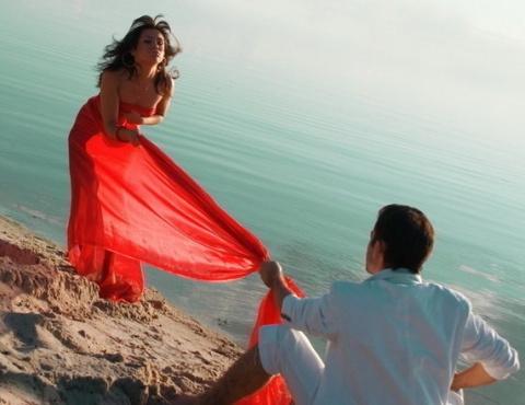 Тренд весны: маленькое… красное платье