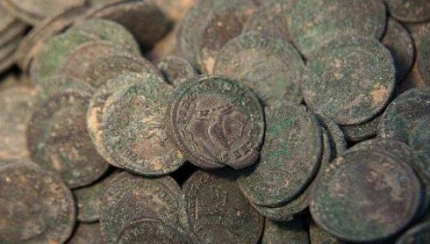 Монеты, найденные вземле Эс…