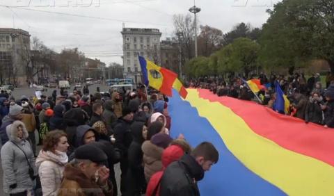 Майдан под флагом Румынии