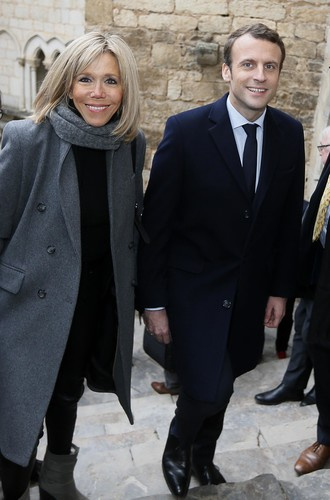Мини-платья и узкие джинсы в 64 года: как одевается новая первая леди Франции