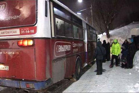 На Камчатке автобус 2 киломе…
