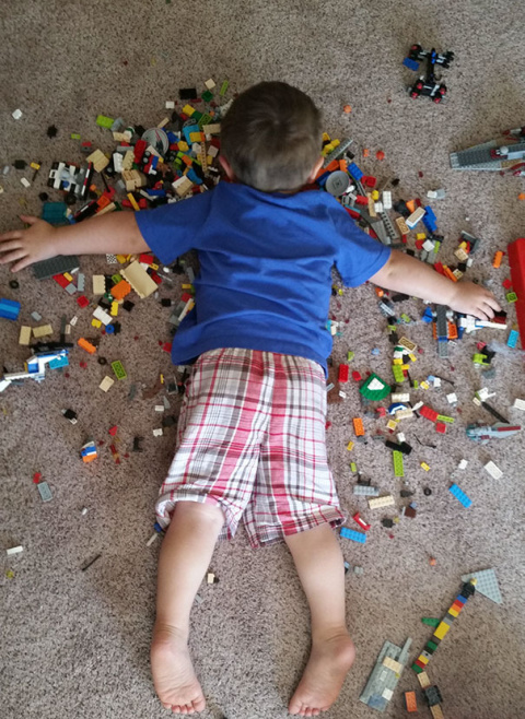 40 забавных фотографий, доказывающих, что дети могут спать в любом положении