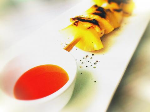 Ароматные куриные шашлычки с ананасами