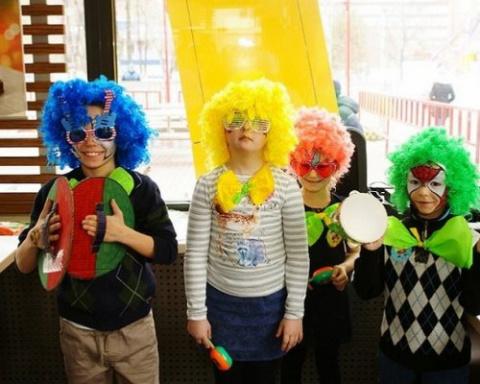 Хэппи Мил в «Макдоналдс» учит детей, как поддержать кумира