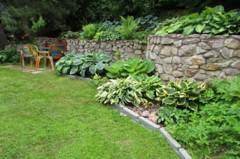 Как устроить сад на склоне
