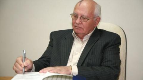 Горбачев с пеной у рта борол…