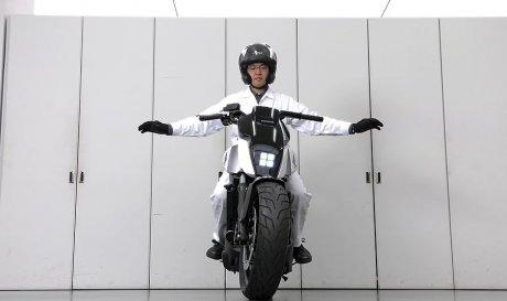 Никогда не падающий мотоцикл…