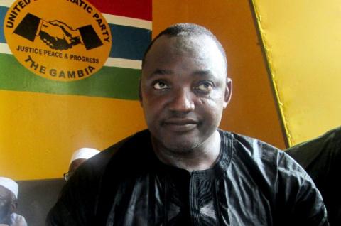 Экс-президент Гамбии улетел …