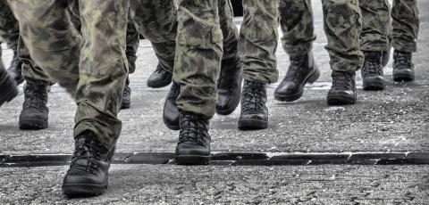 Пьяные солдаты НАТО напали н…