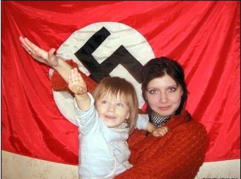 Украинствующая приучает дете…