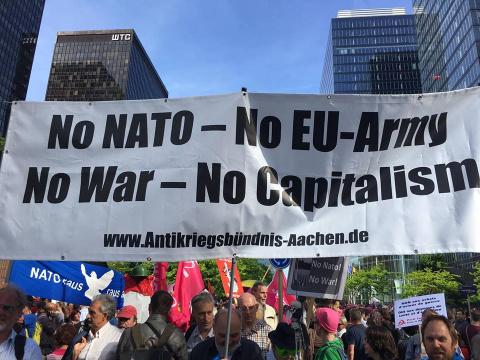 Черногорцы митинговали в Брюсселе против вступления в НАТО