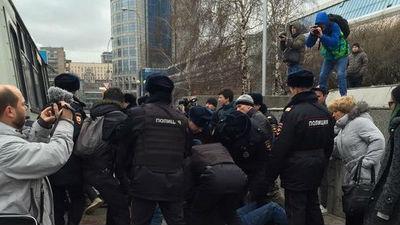 СМИ: задержаны 20 участников акции перед пресс-конференцией Путина