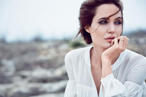 Анджелина Джоли меняет ориентацию.