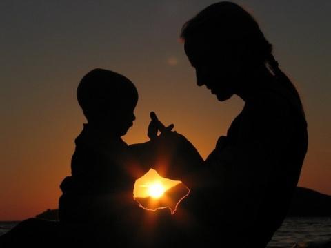 Фазы привязанности  у малышей. Связь мать-ребенок