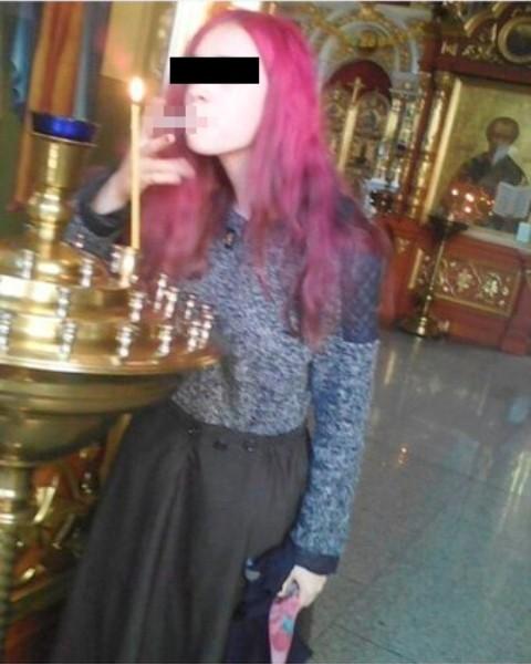 Школьница прикурила в церкви…