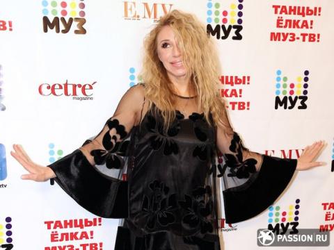 «У меня нет целлюлита»: Алена Апина ответила на критику ее «голого» клипа