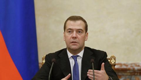 Медведев призвал аграриев не…