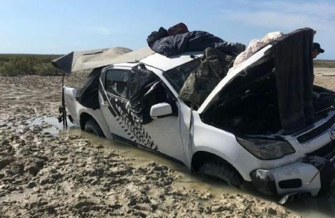 Два рыбака и собака четыре дня прожили в пикапе, спасаясь от крокодилов