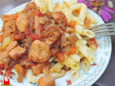 Свинина в соусе на сковороде.
