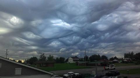Необычные облака над Америко…