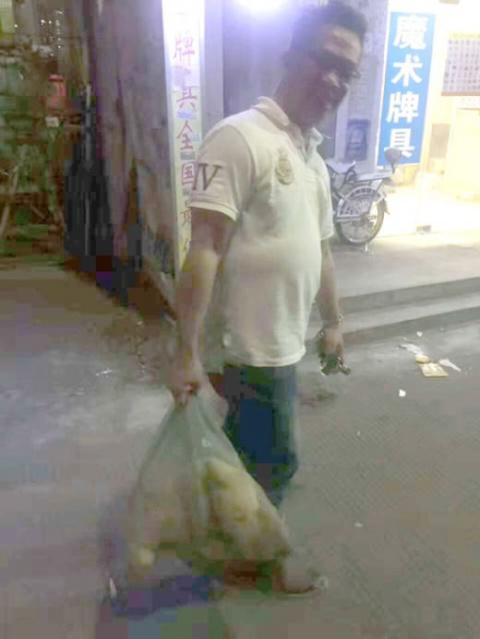 Китаец спас собаку, продавав…