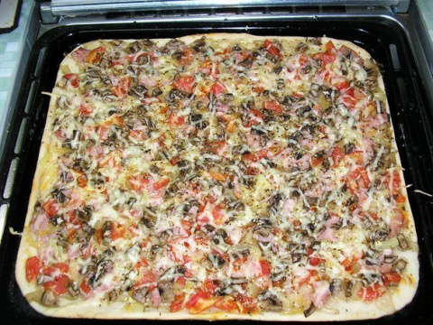 Пицца с тонкой хрустящей осн…