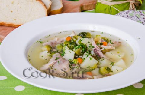 Куриный суп с зеленым горошк…
