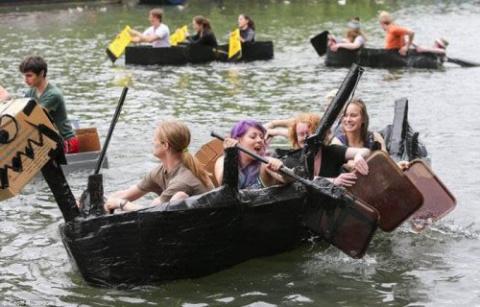Прикольные лодки и их пассаж…