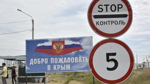 Огромные очереди на границе мешают украинцам посетить Крым