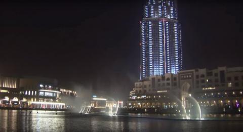 Фонтан в Дубае под песню Уит…