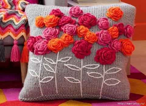 Очаровательная подушка. МК по вязанию розочек
