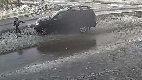 Бастрыкин поручил срочно найти водителя, сбившего и унизившего ребенка