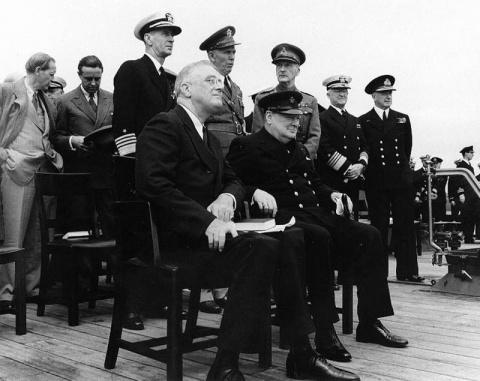 Рузвельт и Черчилль строили …