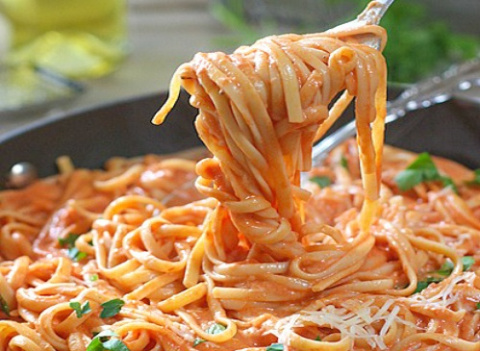 Паста с томатно-сливочным соусом. Пальчики оближешь!