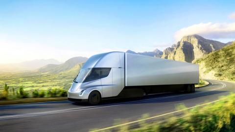 «Грузовик будущего»: Илон Маск представил беспилотную электрофуру