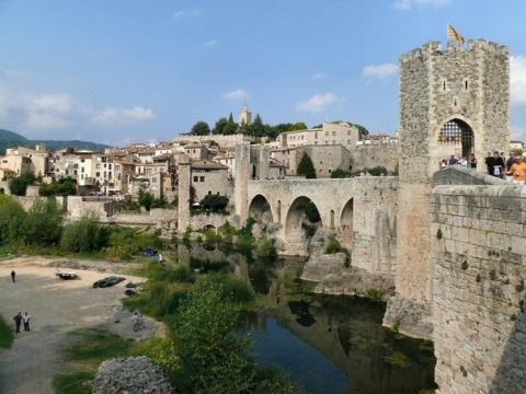 Жемчужина средневековой каталонской архитектуры Бесалу